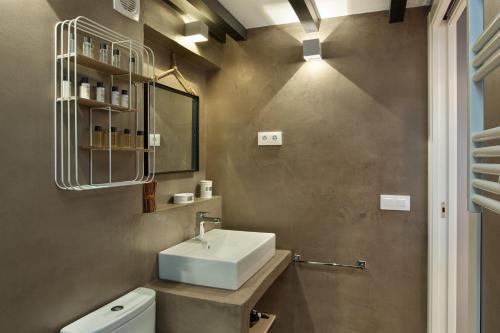 Urban District Apartments-Vintage Suites & Loft photo 60