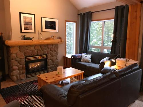. Stone Creek Chalets by Fernie Central Reservations