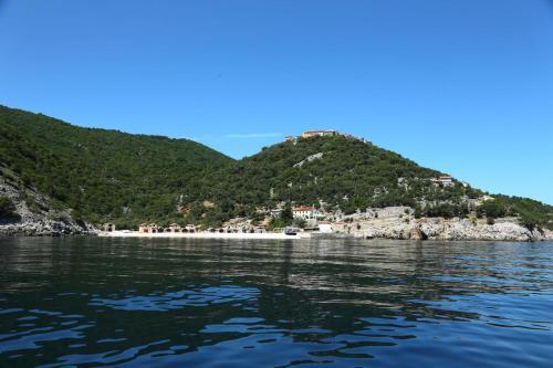 Beli 2, 51557, Cres, Hrvatska, Croatia.