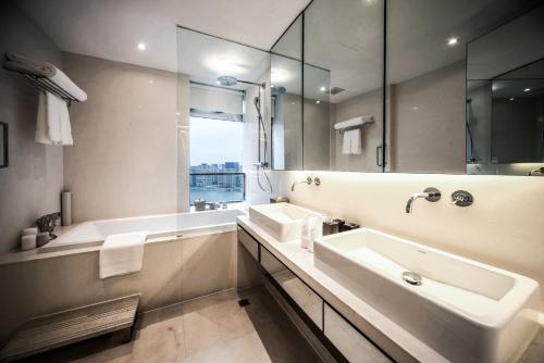 Fraser Suites Top Glory Shanghai Люкс с двумя спальнями и рабочим кабинетом