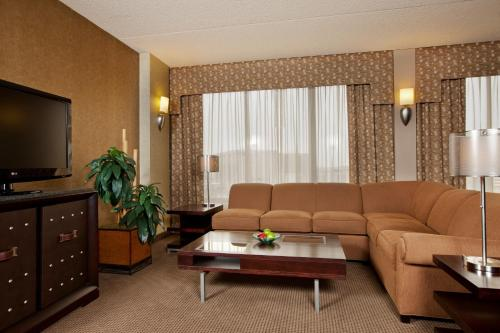 Crowne Plaza Hotel Indianapolis-Airport - Indianapolis, IN 46241