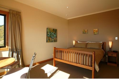 Parautane Lodge - Accommodation - Nelson