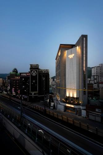 Brown-Dot Hotel Gupo