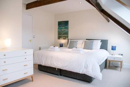 . Serendipity, an apartment on the high street!