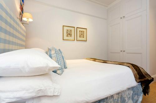 Veeve - English Country House Charm a London