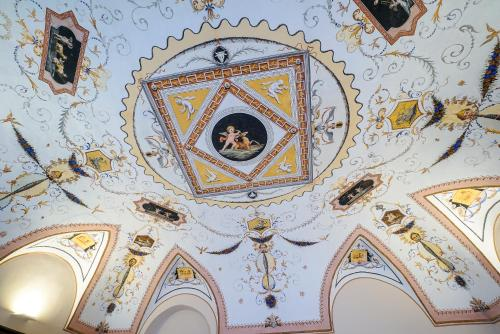 Via Santa Chiara 26, Ravello, 84010, Italy.