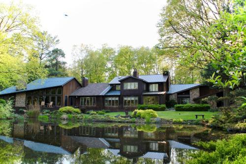 . The Inn at White Oak