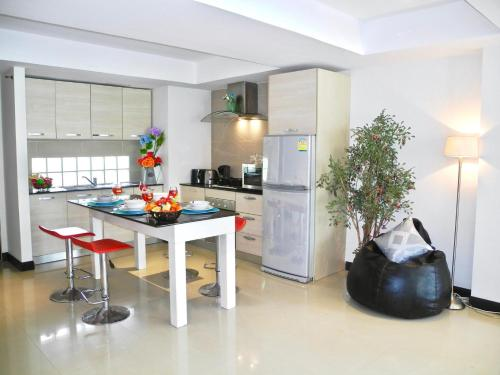 Patong Harbour VIew: 2 bedrooms with pool view! Patong Harbour VIew: 2 bedrooms with pool view!