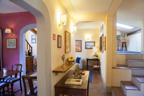 Via San Gallo 80, Florence, 50129, Italy.