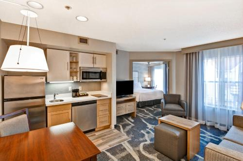 Homewood Suites By Hilton Hartford/Windsor Locks - Windsor Locks, CT 06096
