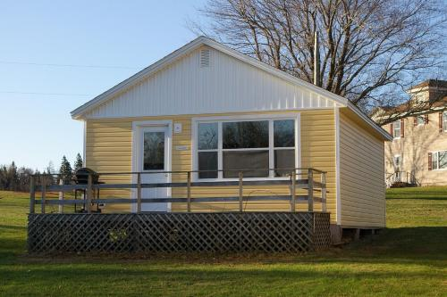 Wingspread Cottages (Bed and Breakfast)
