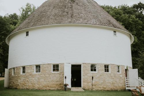 Round Barn Farm B & B Event Center