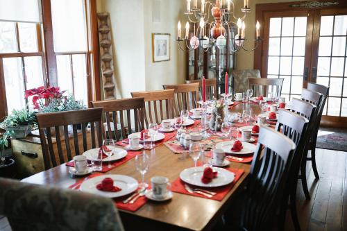 Round Barn Farm B & B Event Center - Red Wing, MN 55066