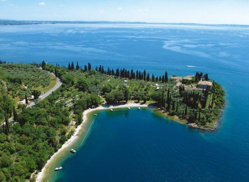 Loc. Punta San Vigilio, Garda, 37016, Italy.