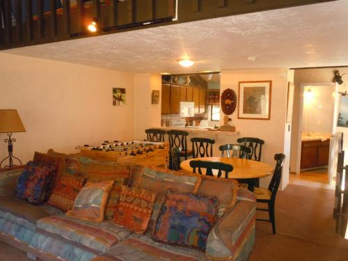 Two-Bedroom Premier Townhouse Unit #57 by Snow Summit Townhouses - Hotel - Big Bear Lake