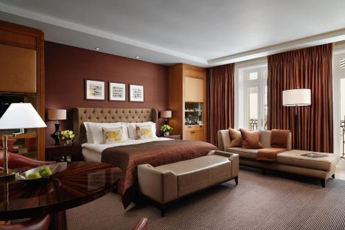 Whitehall Place, Charing Cross, London, England, United Kingdom, SW1A 2BD.