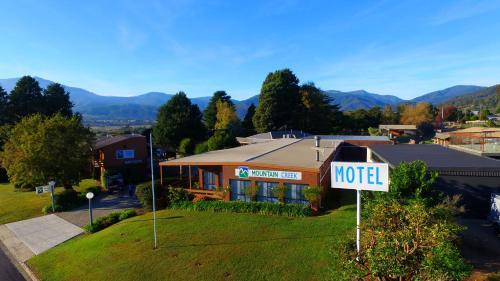 . Mountain Creek Motel Bar & Restaurant