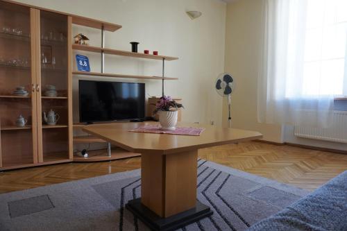 . Gonsiori 3 City Center Apartment