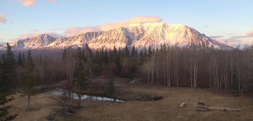 Mount Logan Lodge - Haines Junction, YT Y0B 1L0