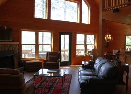 Wolf Den Lodge - Ferguson - book your hotel with ViaMichelin