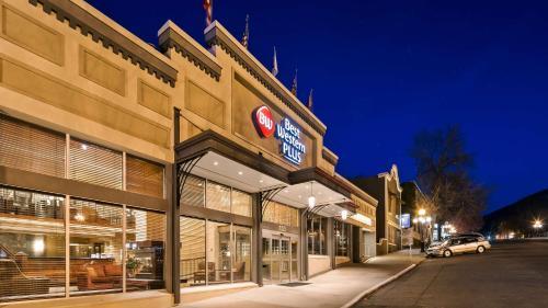 Best Western Plus Baker Street Inn Hotel Nelson in BC, Canada