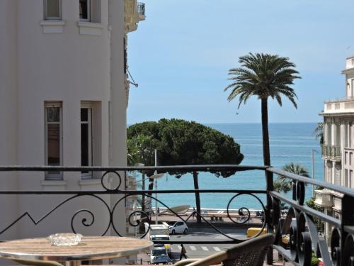 Regina En Cannes Francia 89 Opiniones Precios Planet