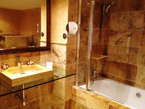 Suite Junior (2 adultos + 1 niño) Hotel & Spa Casa Irene 20