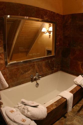 Suite Junior (2 adultos + 2 niños) Hotel & Spa Casa Irene 27