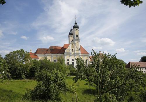 . Klostergasthof Roggenburg