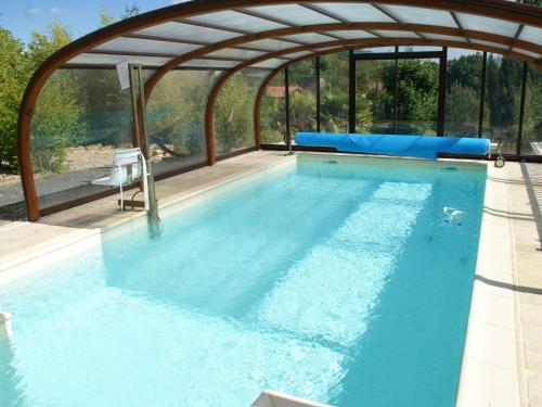 . Quaint Holiday Home in Castelnaud-la-Chapelle with Terrace