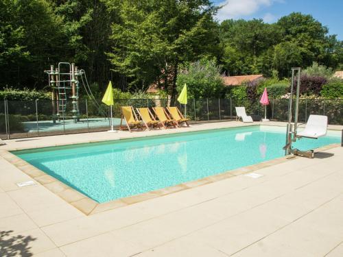. Quaint Holiday Home in Castelnaud-la-Chapelle