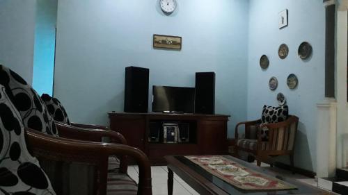 Jabu Rosmina, Bandung