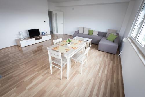 Apartment Cane