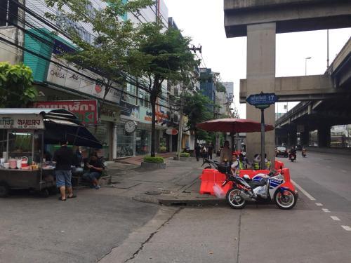 Feel Good Bangkok Hostel photo 73