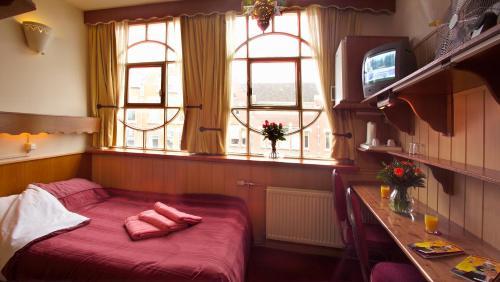 Mini Kühlschrank Für Schreibtisch : Nadia hotel niederlande