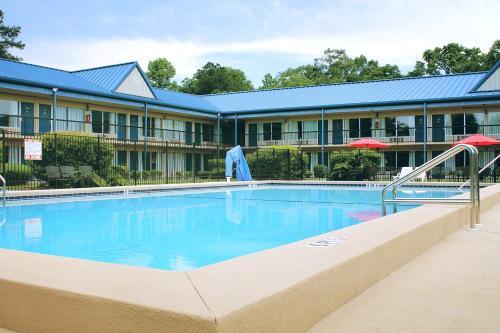 . Residence Hub Inn and Suites