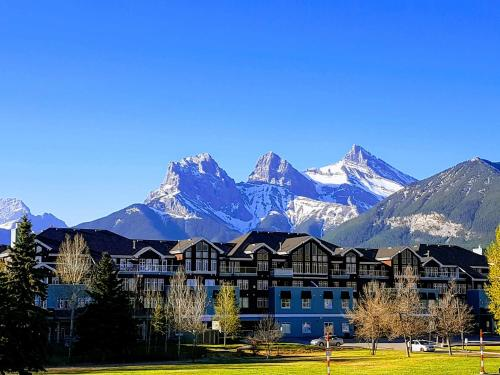 Sunset Resorts Canmore And Spa - Photo 1 of 74