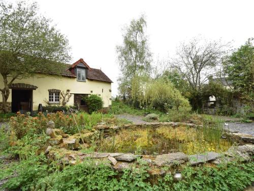 Cozy Holiday Home in Saint-Clair-sur-l'Elle with Garden - Location saisonnière - Saint-Clair-sur-l'Elle