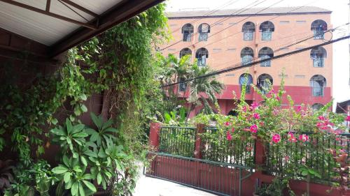Baankhunmae Apartment photo 15