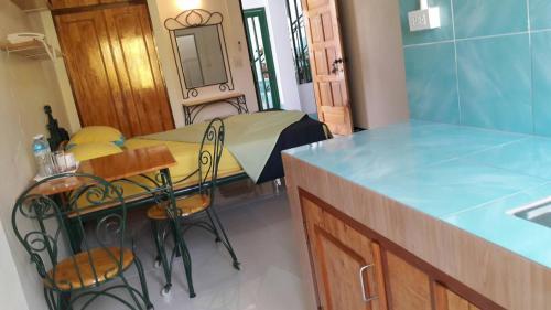 Baankhunmae Apartment photo 18