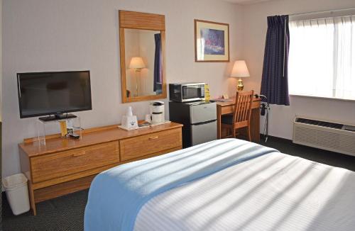 . Americas Best Value Inn & Suites - Tahquamenon Country