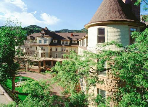 The Cliff House At Pikes Peak - Manitou Springs, CO 80829