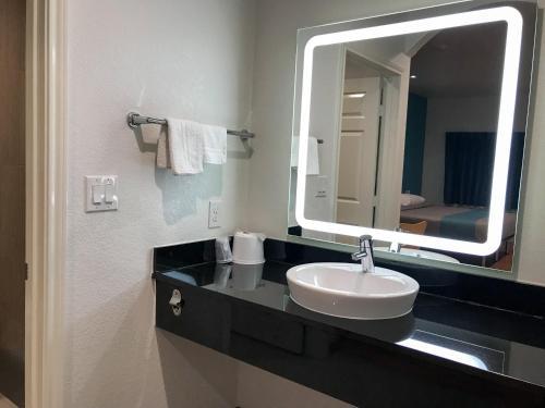 Motel 6 Houston - North