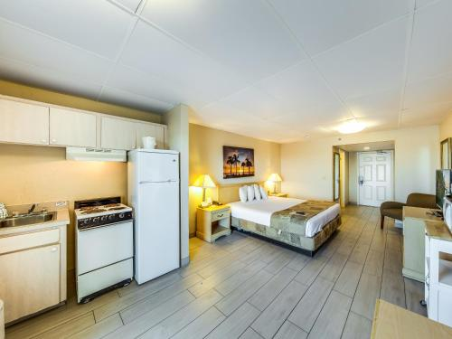 Beachside Hotel - Daytona Beach Shores, FL FL 32118