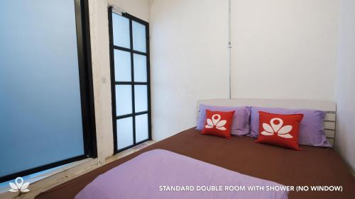 ZEN Rooms Bangkok Hub photo 9