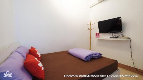 ZEN Rooms Bangkok Hub photo 10