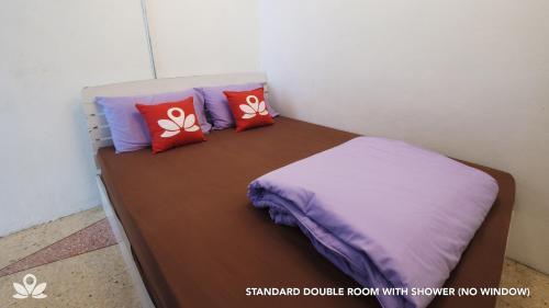 ZEN Rooms Bangkok Hub photo 12
