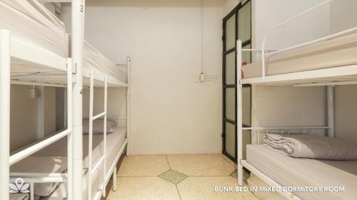ZEN Rooms Bangkok Hub photo 26