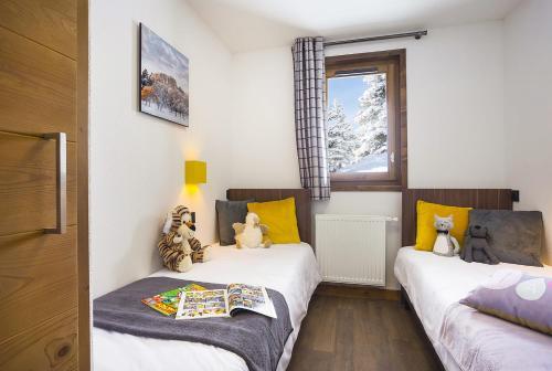 Premium Four-Bedroom Apartment with Spa Access