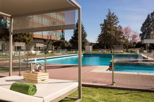 Av. de Logroño 305, 28042 Madrid, Spain.